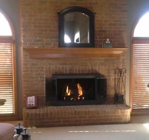 Empire 24 Inch Vent Free Gas Logs With Slope Glaze Burner, Super Sassafras Logs And Stoll Kingston Door